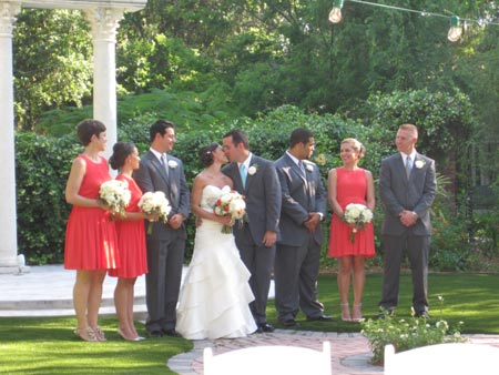 Bride and groom with bridesmaides and groomsmen at Sweetwater Branch Inn